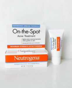 kem-tri-mun-neutrogena-on-the-spot