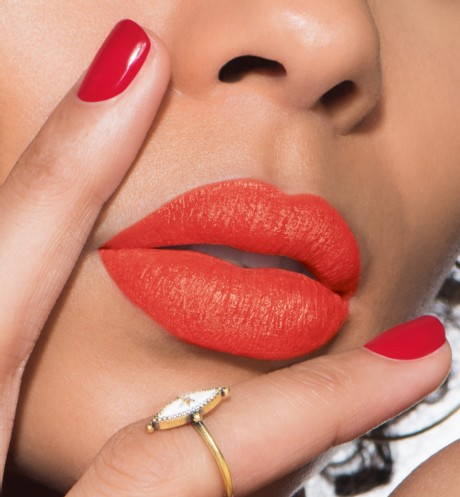 son-dior-ultra-rouge-545-ultra-mad-swatch-1