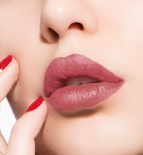 son-dior-ultra-rouge-587-ultra-appeal-swatch