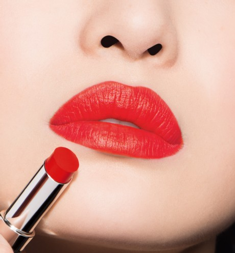 son-dior-ultra-rouge-777-ultra-star-swatch